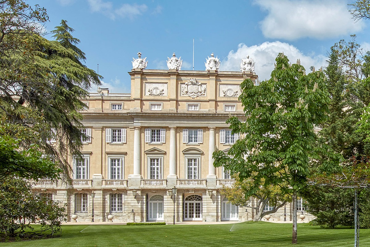 GUIDED TOUR OF THE LIRIA PALACE